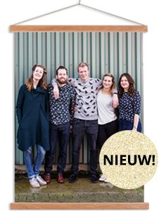 Textielposter met latten met foto van vrienden in kleur